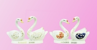 Фарфоровая фигурка: лебеди с камнями сидят напротив друг друга (фф-25)