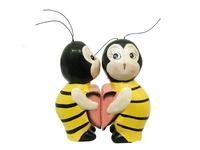Два котика, пчела, зайчик держат половинку сердца (к-10)