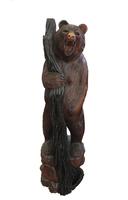 Медведь суара стоит с бревном (мс-05а)