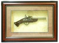 Картины с сувенирным оружием: двуствольный пистолет, рамка с красной полоской (ко-06)