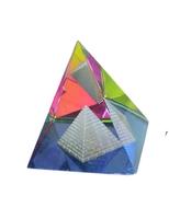 Хрустальные изделия: хрустальная пирамида с другой пирамидой внутри (хи-18)