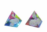 Хрустальные изделия: хрустальная пирамида, внутри рисунки  (хи-19)