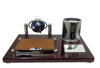 Канцелярские принадлежности: небольшая подставка с электронными часами, глобусом, отрывной бумагой и подставкой для ручек (кп-60)
